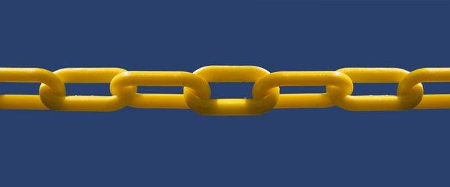 plastic chain.jpg