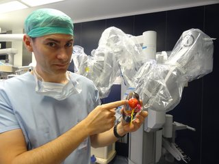 For-Dr-Bernhard-one-of-the-surgeons-at-the-CHU-de-Bordeaux-the-only-thing-more-accurate-than-a-multi-material-color-3D-printed-model-of-a-patients-kidney-is-the-patient-himself_Image-#1.png