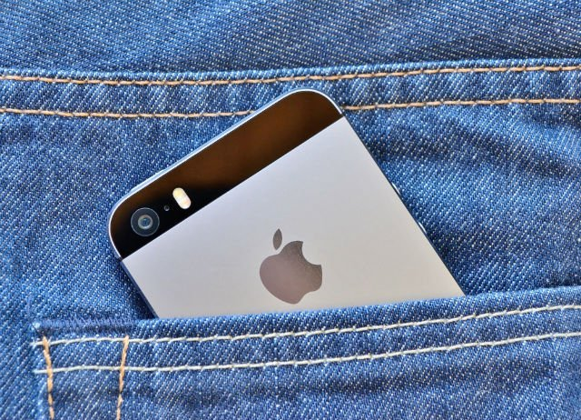 iphoneinpocket.jpg